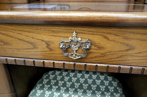 http://tanaka-dresser.jp/dresser/image/antique_versailles_dresser/R0000014.jpg