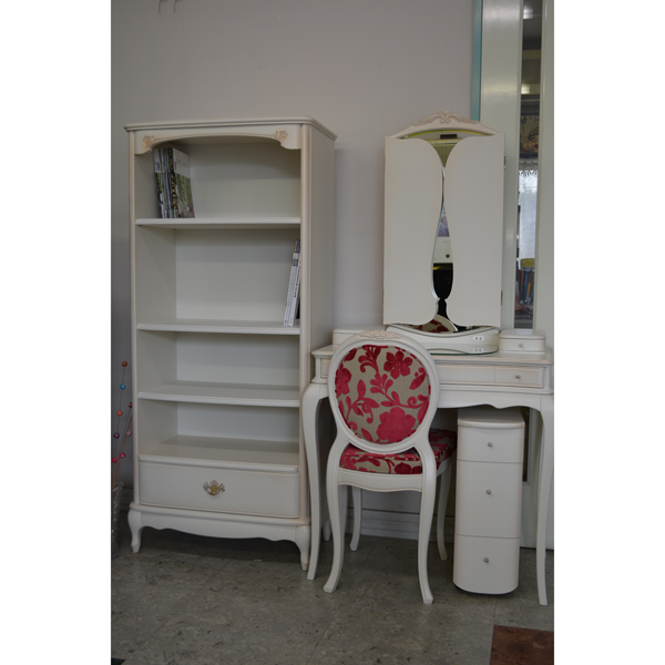 bookcase-wh.jpg